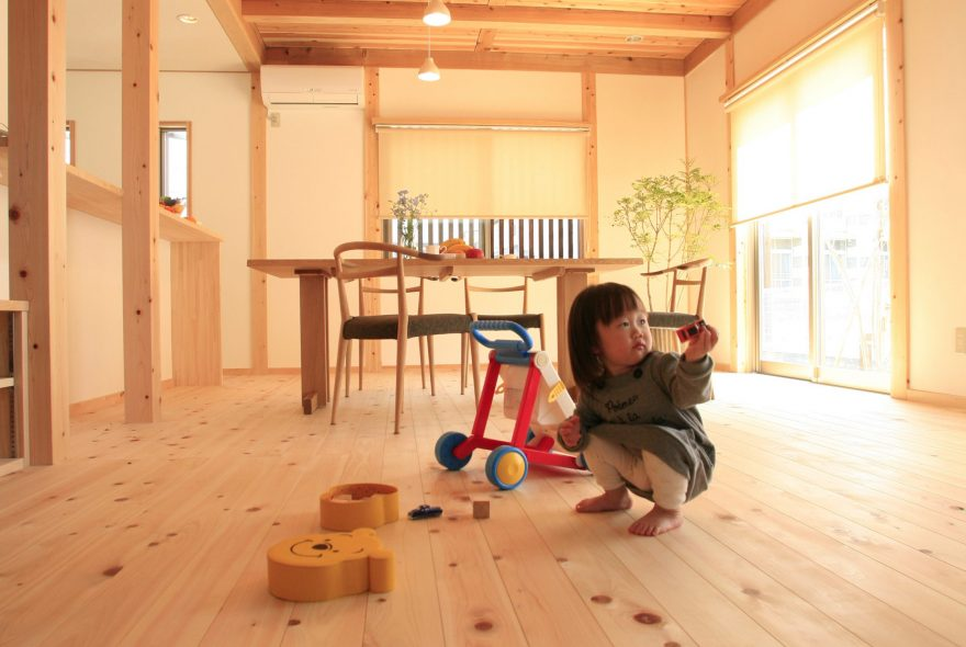 素足と床材